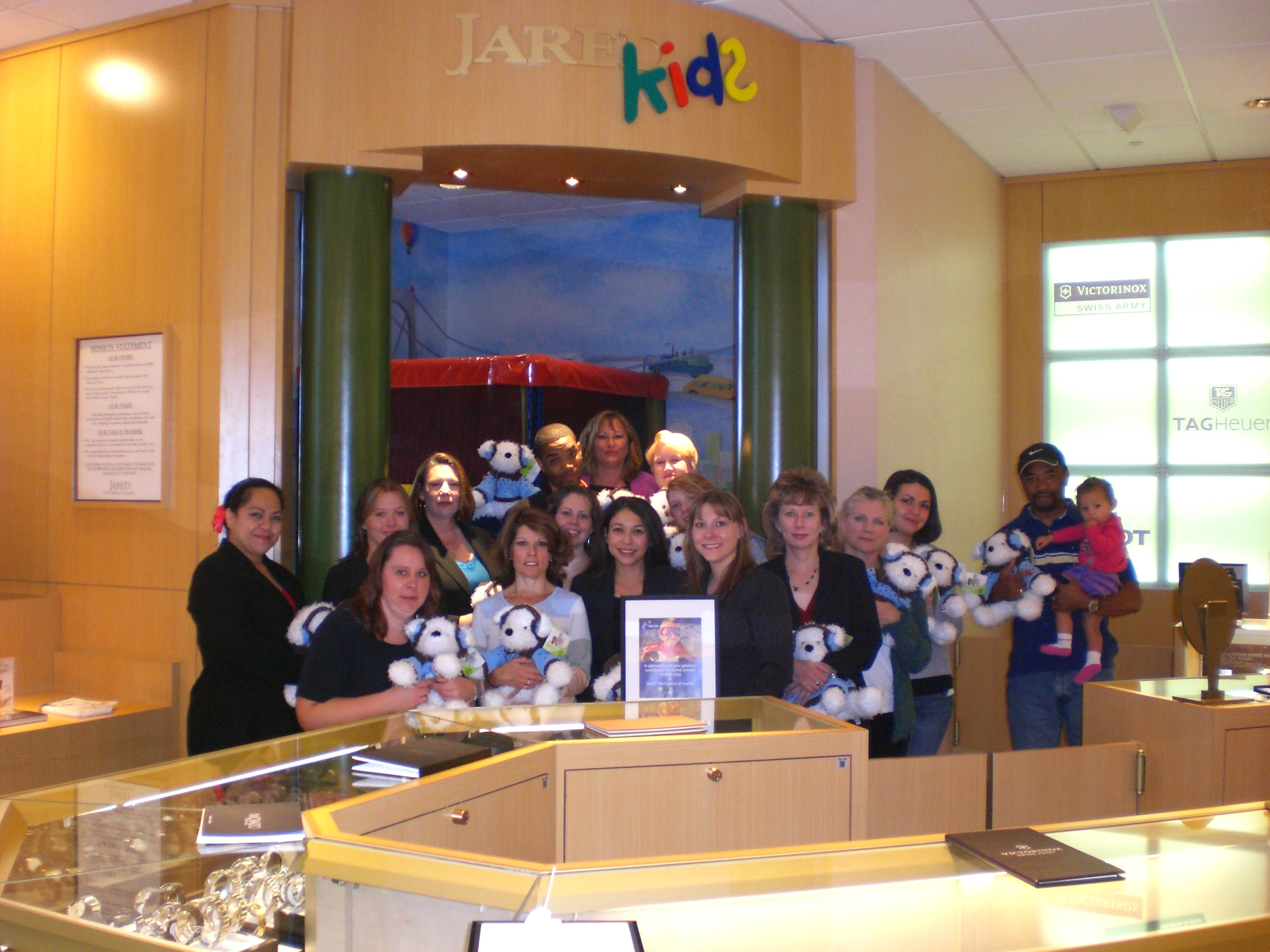 Jared the Galleria of Jewelry Donates Stuffed Animals to Kempe